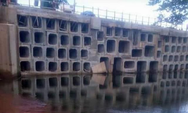 Guinée les images du pont de Linsan rénové tournent à la dérision